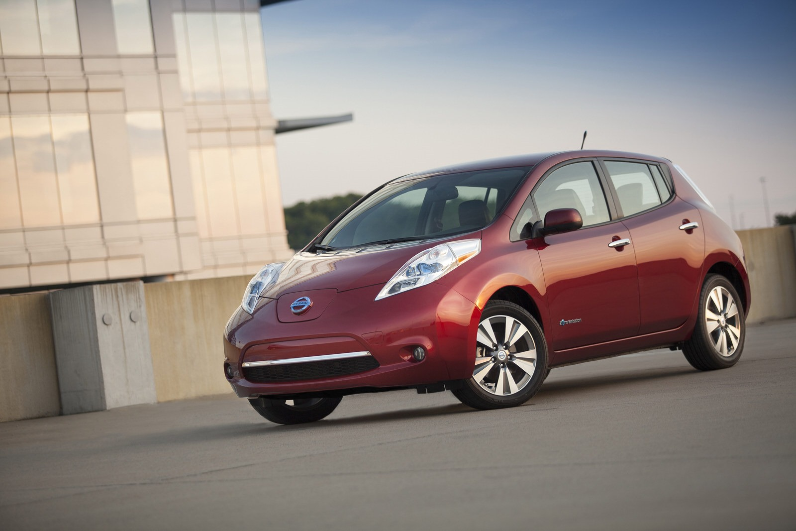 nissan leaf photos prices reviews specs the car html. Black Bedroom Furniture Sets. Home Design Ideas